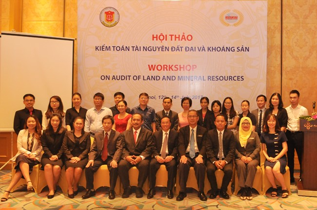 Workshop on audit of land and mineral resources